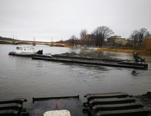 Duw-Sleepboot DUO op de rivier de Leipzig